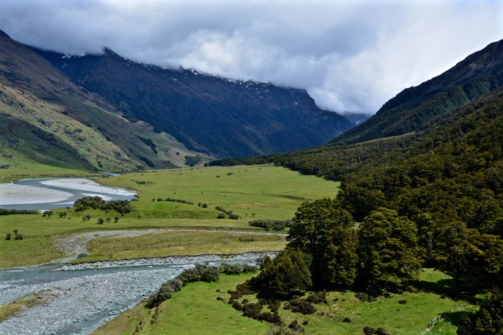 Valley on the way to Rob Roy Glacier