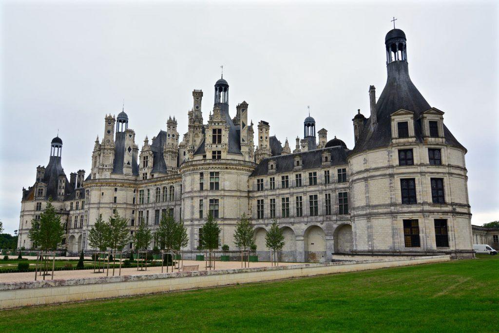 chateau_lawn