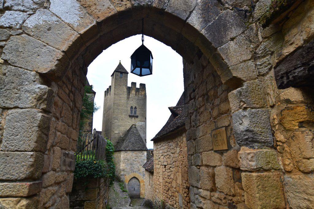 Beynac-et-Cazenac_gate